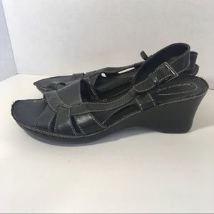 Dockers Black Leather Slip-On Wedge Strappy Sandal